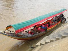 We maken een trip met een longtailboot