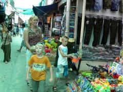 Shoppen bij de grens met Myanmar