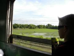 Tycho in de trein naar Kanchanaburi