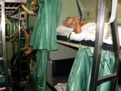 Zeb in zijn bed in de nachttrein uit Chiang Mai