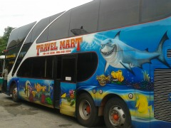 Een Nemo-bus brengt ons van Koh Chang naar Bangkok