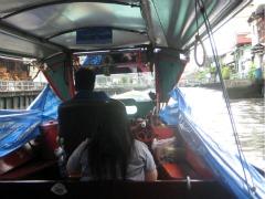 In de rivierboot in Bangkok