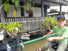 Zeb achter op de fiets in Bangkok