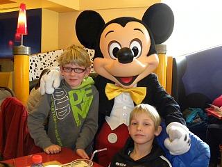 Op de foto met Mickey Mouse