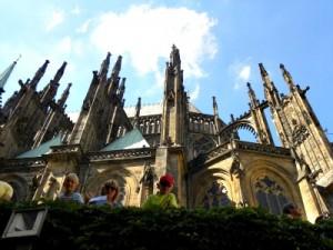 Voor de kathedraal in de burcht van Praag