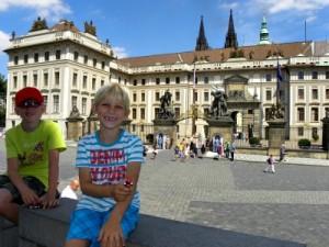 Voor het paleis bij de burcht van Praag