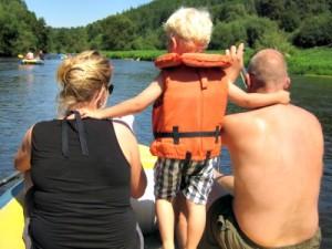 Lekker raften met de kids op de Moldau rivier