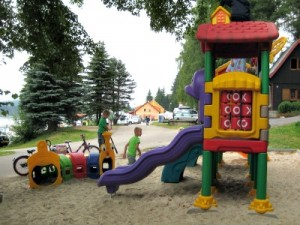 Eén van de speeltuintjes op camping Frymburk
