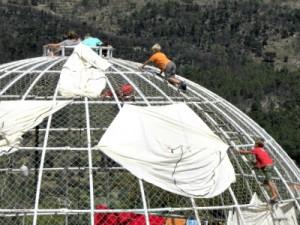 Versieren van de Dome voor de circusvoorstelling