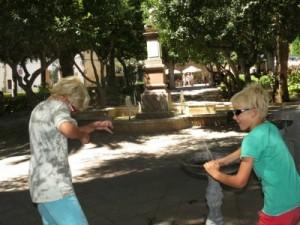 Spelen met een fonteintje in Ronda