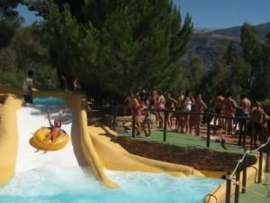 Het waterpark Aquaola in de bergen rond Granada