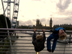 Zeb en Tycho voor de Big Ben en London Eye