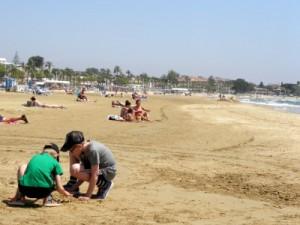 Zandkastelen bouwen op het strand van Cambrils
