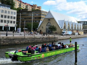 De rondvaartboot voor de Viskerk in Göteborg