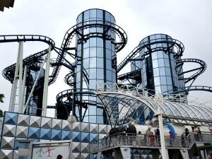 De Euromir draait om een paar futuristische torens