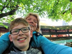Een selfie in de Tiroler boomstammen van Europapark