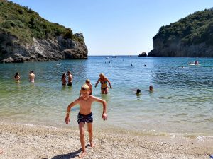 Eén van de mooie stronden bij Paleokastritsa op Corfu