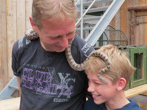 Tycho met een slang in zijn haar
