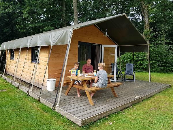 Onze safarilodge bij Camping Noetselerberg