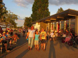 Wandelen over de Rijn-boulevard in Bingen