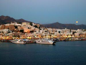 Naxos stad vanaf de veerboot gezien