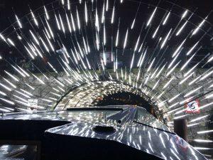 Lichtjes onder een brug bij het Amsterdam Light Festival