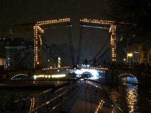 Verlichte bruggen bij het Amsterdam Light Festival