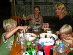 Een soort barbequeën in Thoeng