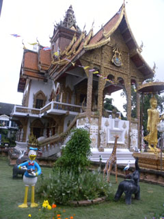 De Donald Duck tempel in Chiang Mai