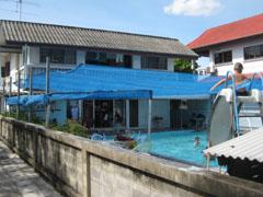 Zwembad bij Sherwood Guesthouse