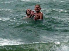 Zeb en Patrick in de warme zee bij Jomtien