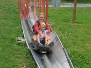 Plezier bij de zomerrodelbaan in Lipno