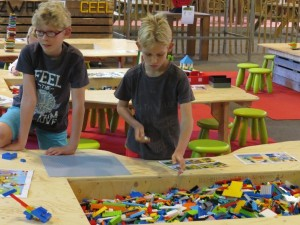 Lekker bouwen met de (nep-)Lego blokjes