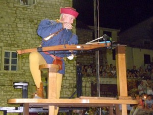Kruisboogschieten op de Rabska Fjera