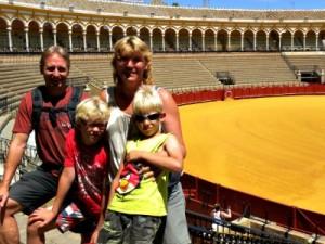 Poseren in de stierenarena van Sevilla