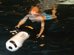 Tycho met een onderwaterscooter