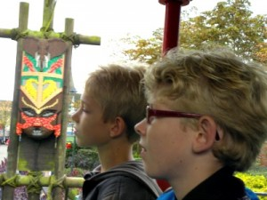 Zeb en Tycho in de Legotrein bij Legoland Windsor