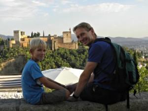 Bij het uitzicht op de Alhambra