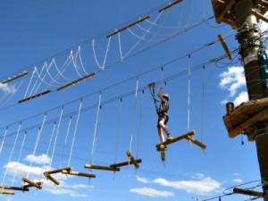Zeb klimt in Jumpland Aventura Ecològica