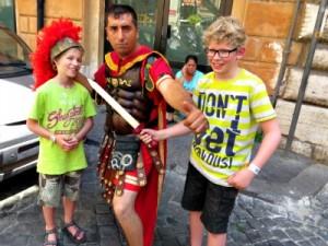 Op de foto met een echte (ahum) Romeinse soldaat
