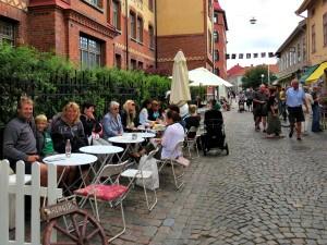 We pakken een terrasje in de Haga wijk van Göteborg