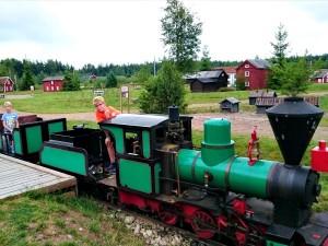 In de stoomtrein bij miniatuur Zweden