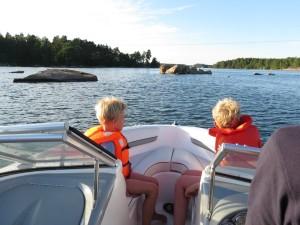 Varen tussen de rotsen in de Tjust archipel in Zweden