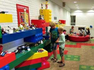 Bouwsels van kinderen in het Legoland Hotel