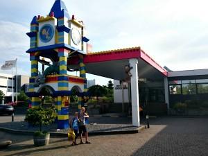 Zeb en Tycho bij het Legoland Hotel