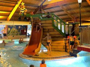 Glijbaan in het zwembad van Landal Coldenhove