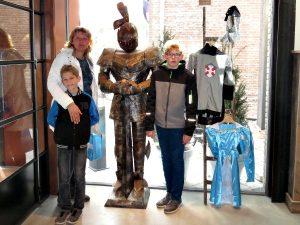 Even poseren met een harnas in Slot Oostende