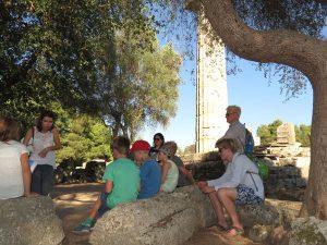 Uitleg van onze gids in Olympia