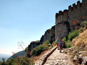 Klimmen naar het kasteel van Mystras