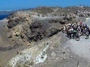 De vulkaankrater op Nea Kameni, Santorini